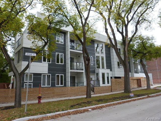 Real Estate Listing MLS 1725455